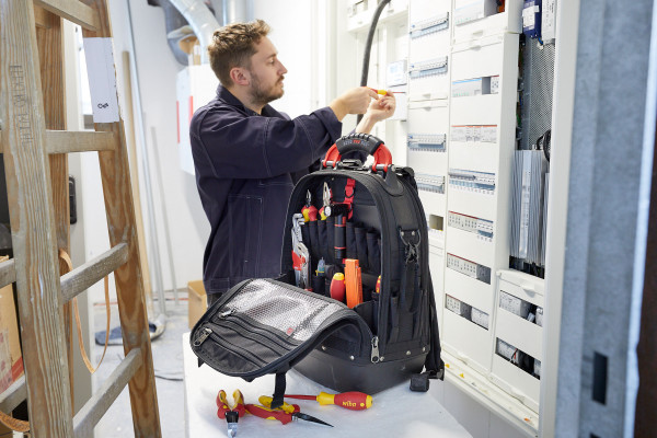 Wiha-BackpackL_electric_installation_3000x2000px